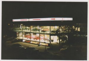 Huidige Locatie uitgebreid naar 3 verdiepingen (650m² showroom) in 1997.